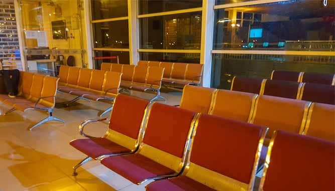 Ngủ lại sân bay1