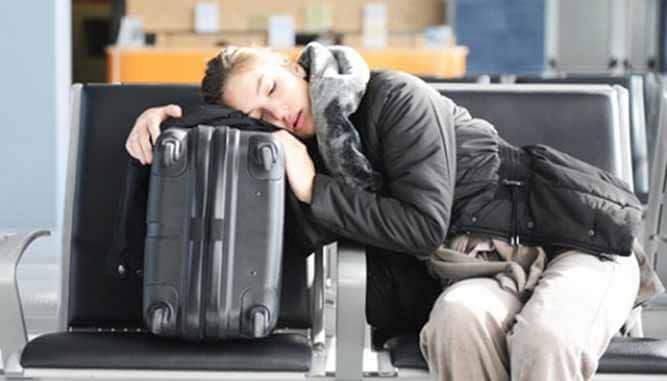 Ngủ lại sân bay3