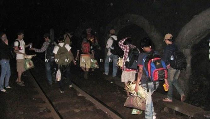 Đi đường hầm tàu