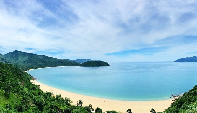 Vẻ đẹp hoang sơ hấp dẫn du khách của Làng Vân.