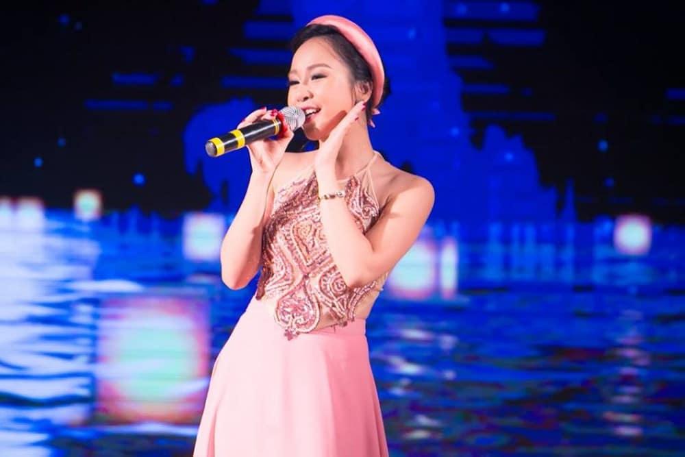 Giọng ca bước ra từ cuộc thi Sao Mai Điểm Hẹn Hồng Duyên -nổi tiếng với các ca khúc nhạc trữ tình quê hương.